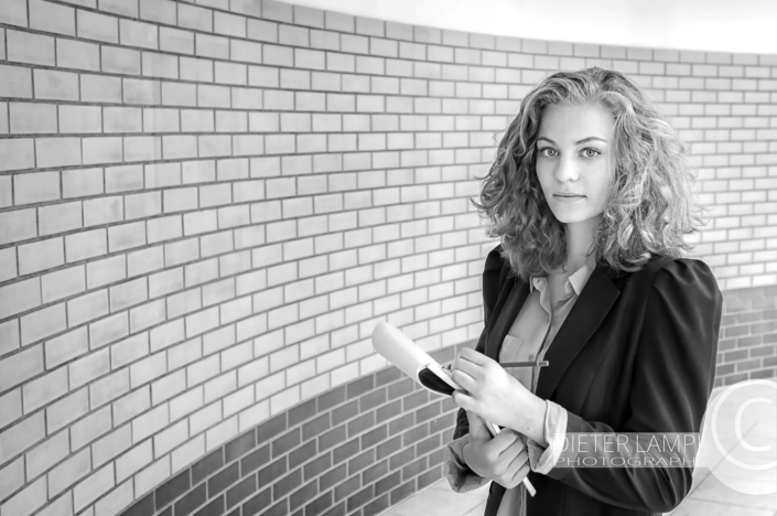 Portraitfotografie einmal anders: Business-Portrait Grafikerin
