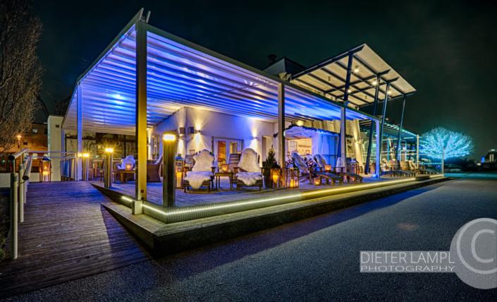 Architekturfotografie für Restaurants: Aussenaufnahme Marina Restaurant in Wien bei Nordlichtstimmung