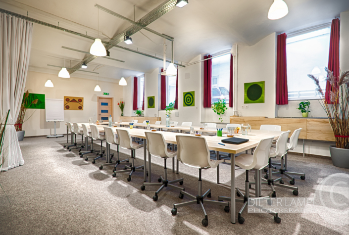 Architekturfotografie für Coworking-Spaces: Meetingraum EG im Coworking-Space basis08 in Wien